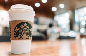 Starbucks приостановит размещение рекламы в сетях