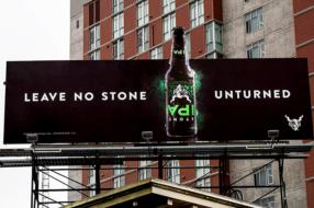 Пивной бренд выпустил бутылки с перевернутыми этикетками
