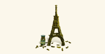 Эйфелева башня из соленых огурцов напомнила о путешествиях