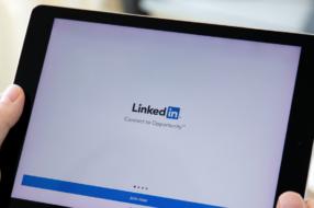 Пользователи LinkedIn могут добавить аудиоклипы с произношением своего имени