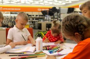 Діти розповіли про роботу своїх батьків – продавців Фокстрот