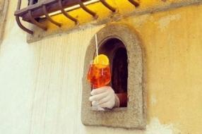 В Италии вновь начали продавать напитки через «винные окна»