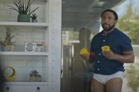 Snickers выпустил юмористический ролик о рисках выхода из карантина
