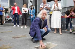 В Києві на «Площі зірок» відкрили зірку художнику Івану Марчуку