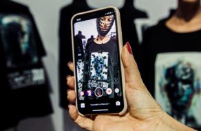 В Украине состоялся первый показ полу-цифровой одежды в рамках Ukrainian Fashion Week