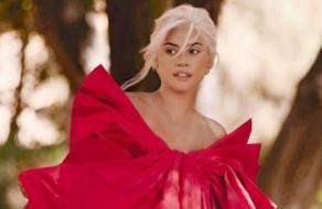Леди Гага поет в рекламе нового аромата Valentino