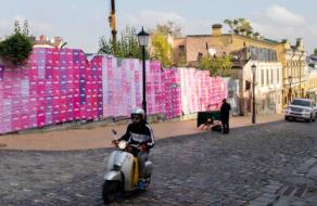 У Києві та Харкові з'явилися street art інсталяції, які показують важливість кожного голосу