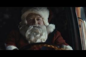 Coca-Cola отмечает магию Рождества 100-й год подряд в глобальной кампании