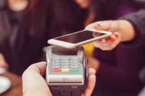 46% от всех бесконтактных оплат в физическом ритейле в Украине совершается цифровыми кошельками