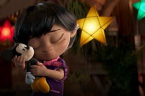 Disney рассказывает о семейных традициях в рождественском ролике