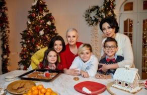 Алла Мазур, Наталья Мосейчук и Маричка Падалко снялись в новогоднем промо-ролике «1+1» вместе с детьми