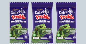 Cadbury заменила маскота на реальных лягушек на упаковках