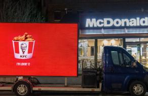 KFC примерил на себя слоганы других брендов