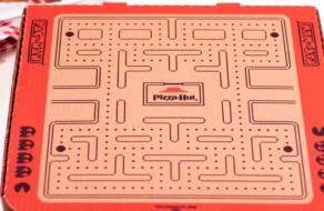 Покупатели могут сыграть в видеоигру с помощью упаковки Pizza Hut