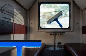 Грязные окна «Укрзализныци» вдохновили Эпицентр на ситуативный маркетинг