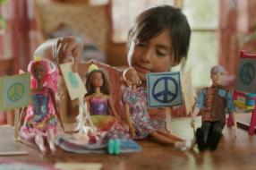 Глобальная кампания для Barbie напомнила о важности игры в куклы