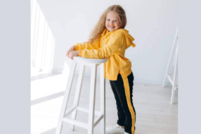 Стильные и практичные повседневные костюмы для девочек: особенности выбора