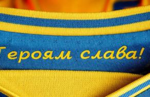УЕФА потребовал убрать с формы слоган «Героям слава»