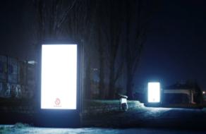 В Париже digital-билборды начали освещать темные улицы