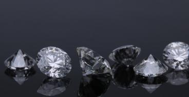 Pandora переходит на выращенные в лаборатории алмазы, чтобы делать украшения «для всех»