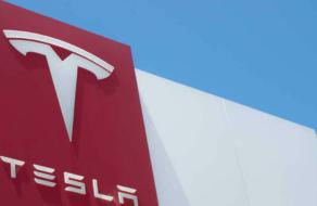 Tesla запустила подписку на Full Self Driving за $199 в месяц