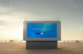 adidas создал билборд, в который можно нырнуть