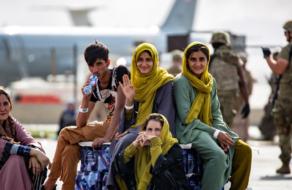 Airbnb размещает 20 тысяч афганских беженцев во временном жилье