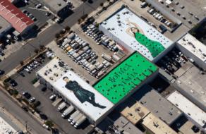 Bottega Veneta разместил рекламную кампанию на крыше возле аэропорта Лос-Анджелеса