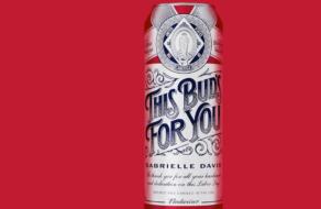 Budweiser выпустил персонализированные банки в честь тружеников в День труда