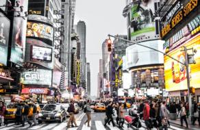 44% потребителей считают, что они не полностью представлены в рекламе. Опрос