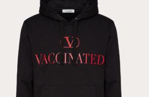 Valentino выпустил толстовку, чтобы помочь с вакцинацией